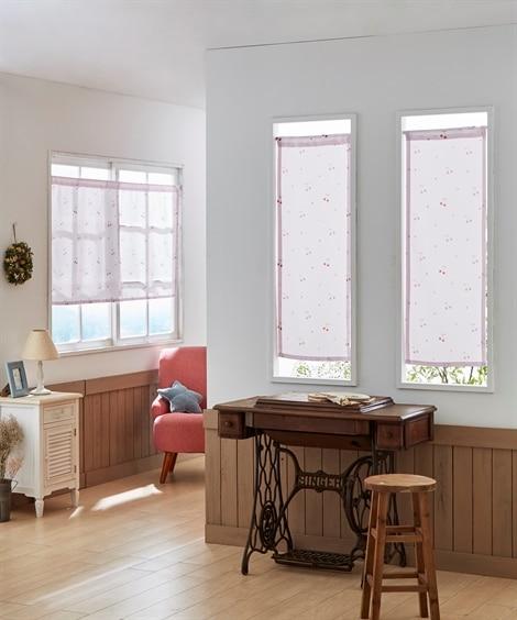 サクランボ柄。小窓用カフェカーテン のれん・カフェカーテンの写真