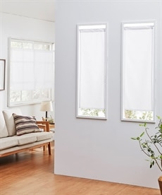 ラインサークル柄。小窓用カフェカーテン ブラックフォーマルの写真