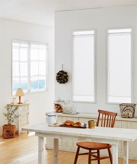フェミニンフラワー柄。小窓用カフェカーテン のれん・カフェカーテンの写真