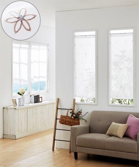 小花刺しゅう柄。小窓用カフェカーテン のれん・カフェカーテンの写真