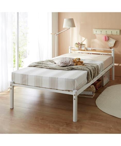 木棚。コンセント付パイプベッド ベッドと題した写真