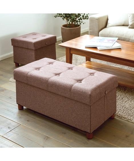 サイドテーブルにも変身!木脚が可愛いたっぷり収納ファブリックスツール(ワイド) オットマン・スツールの写真
