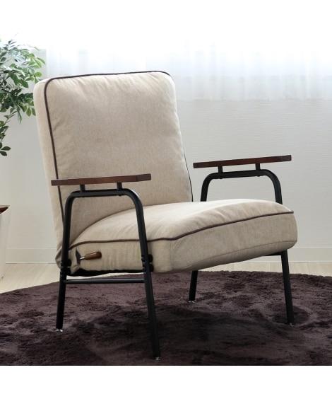 木肘付スチールソファー ソファーの写真