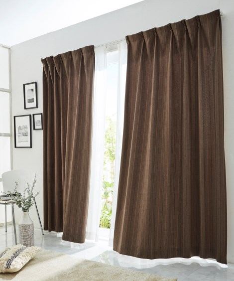全サイズ均一価格。杢調ストライプ刺しゅう遮光カーテン